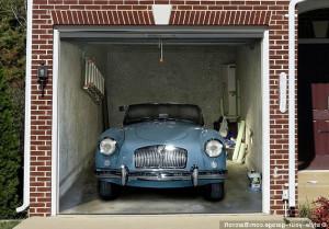 автомобиль и гараж