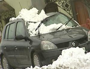 padenie-snega-na-avtomobil