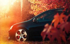 avtomobil-osenyu