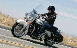 motocikl-harley-davidson-road-king-classic-1