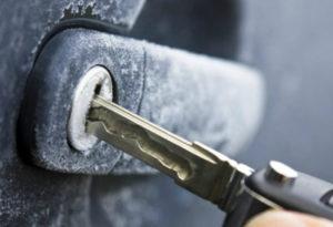 zamerz-zamok-dveri-avto